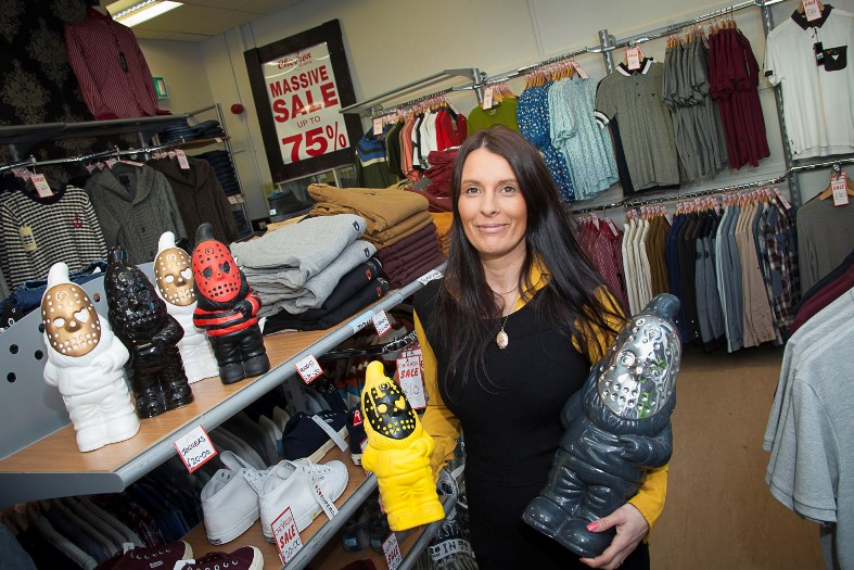 Rhosrobin Wrexham Clwyd LL11 4YL. About Cash 4 Clothes Ltd and surroundings. Cash 4 Clothes Ltd Textile Waste is one of a number of businesses situated in Rhosrobin, Clwyd. Cash for Clothes Widnes. Albert Road. Widnes Cheshire WA8 6LB mi. Recycle Proline Ltd.