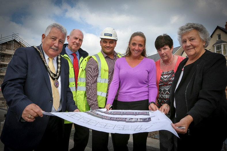 Anwyl and Land Trust get together to build affordable housing in Rhyl. Pictured: On site, Barry Mellor (Mayor for Rhyl), Phil Danson (Places director for North Wales Housing), Simon Rose (Anwyl Comm Manager), Nikki Jones (Director for WRCLT), Fiona Davies (Chair for WRCLT) and Joan Butterfield (Cllr)