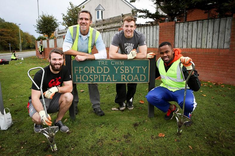The Big Buld Plant for Cartrefi Conwy. Hospital Road. Llandudno. Pictured: Afon Bagshaw, Owen Veldhuizen, Efan Jones and Rendani Ramovha