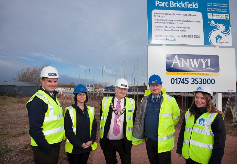 Wales and West Housing pictured at the Parc Brickfield site in Rhtl is Tom Anwyl, Managing Director of Anwyl Homes and Construction, Cath Marland Wales and West Housing officer, Cllr Brian Blakeley Chairman of Denbighshire County Council, Steve Langford Anwyl site Manager and Cate (CORRECT) Porter  WWHA