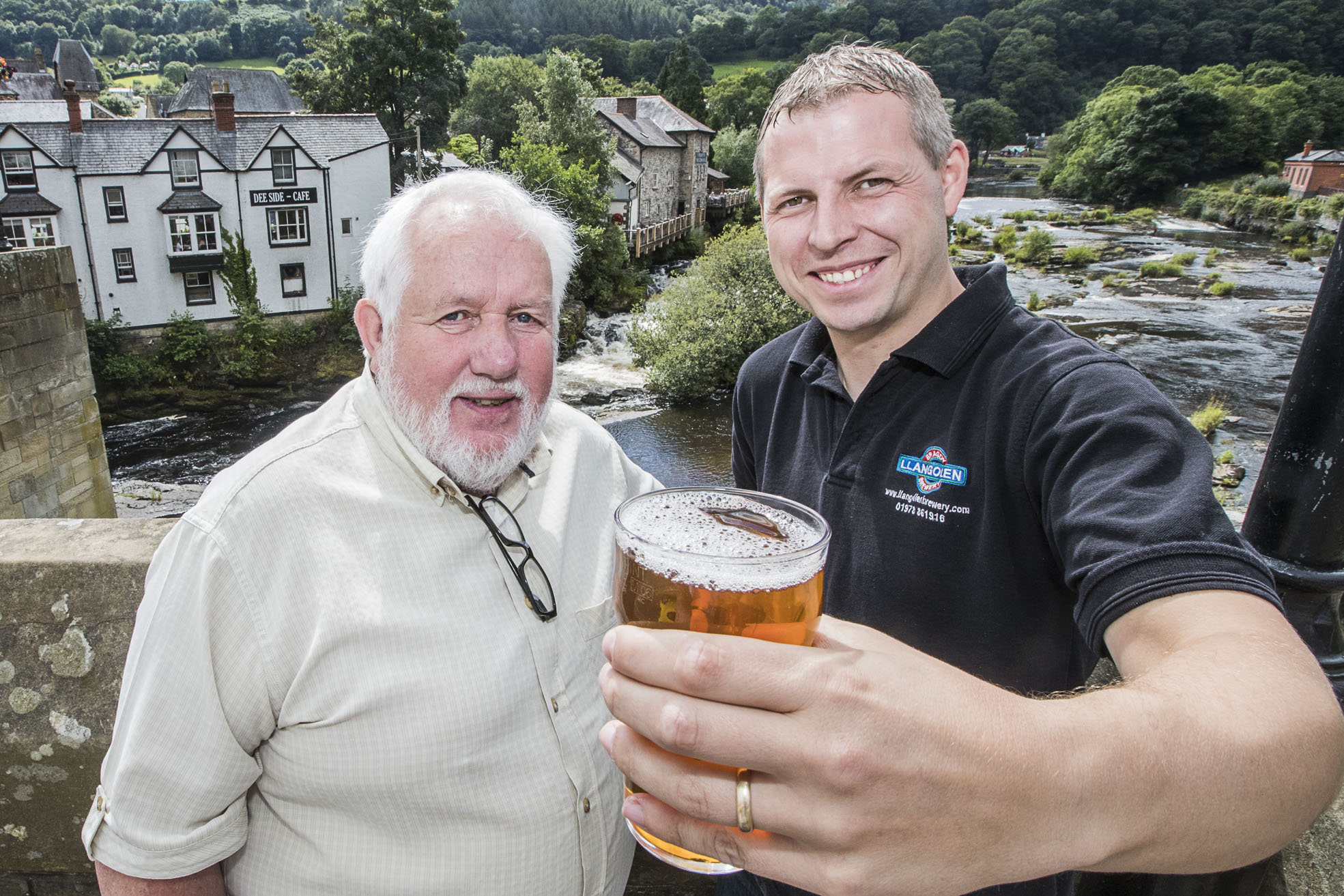 Hamper Llangollen, Colin Loughlin with Ynyr Evans, Llangollen Brewery.