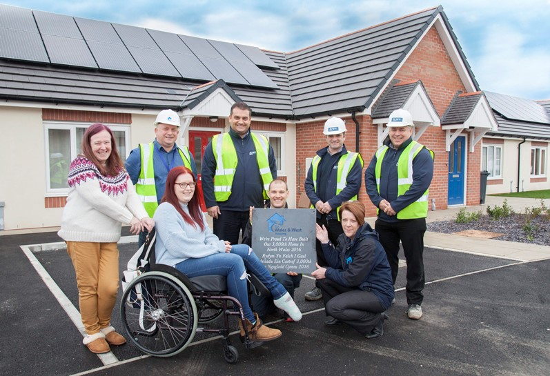 Wales and West Housing celebrate their 3000th home built in North Wales in 2016 by Anwyl Homes. Pictured: Residents Danielle Morgan and her mum Sue Morgan who live at Tir Glas in Greenfield celebrate the occasion with Wales & Wests Thomos Torok and Ann-Marie Rastin with the plaque along with Ian Gillespie and Anwyl Homes' Simon Rose, Peter McDonald and Lee Hildebrandt