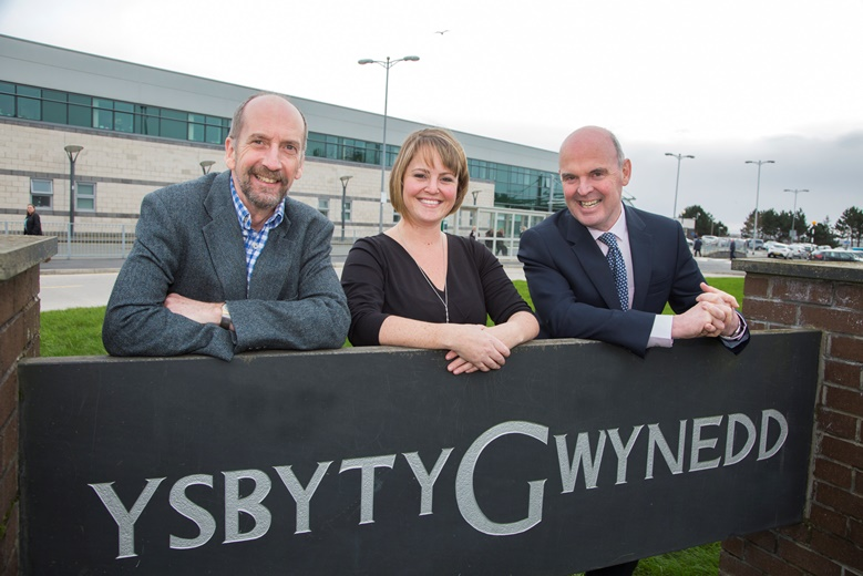Ysbyty Gwynedd Pictured are  The research team  consultant dermatologists Dr Andy Macfarlane , Caroline Mulvaney Jones, BCUHB research officer and  Professor Alex Anstey .