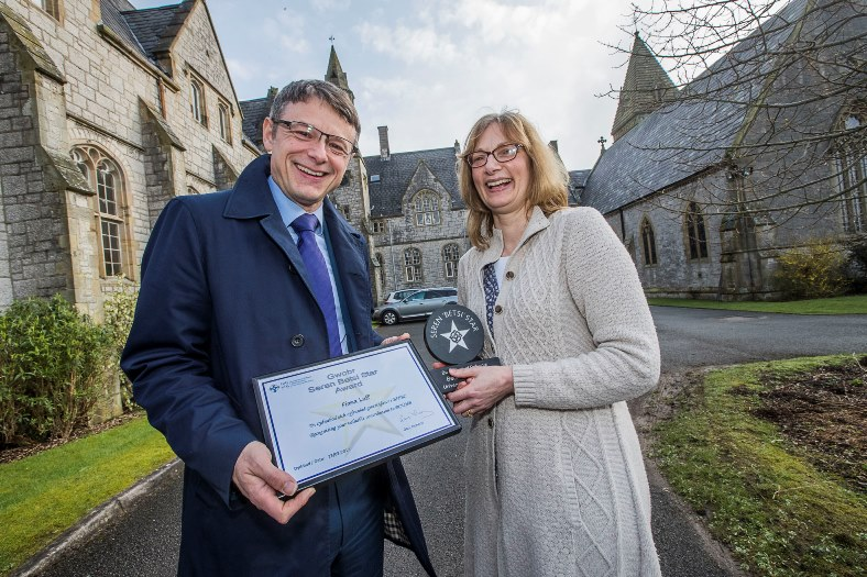 Fiona Luff recieves her Seren Betsi award from Chief Executive Gary Doherty